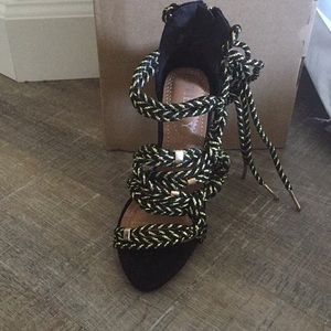 melly Shoes - Black/gold rope tie heels